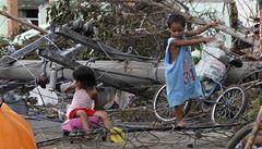 Tajfun zabil na Filipínách přes tisíc lidí, bezvládná těla leží v ulicích
