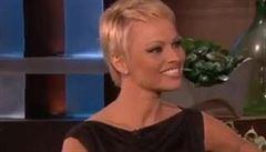 Pamela Andersonová chce začít nový život. Ostříhala si proto vlasy