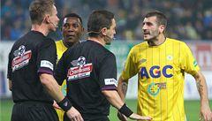 TIME OUT LN: Zásah shora? Nedůvěra ve fotbalové sudí poroste