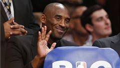 Zraněný Bryant stále nehraje. Přesto od Lakers dostal miliony dolarů