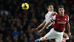 Arsenal vyhrál šlágr a je první, Čech poprvé dostal v lize dva góly