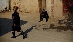 Čína prý zkouší na Ujgurech kamerový software rozeznávající emoce