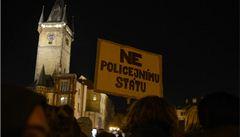 Dvě stovky lidí v Praze protestovaly proti razii v growshopech