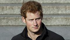 Princ Harry se stal na Antarktidě mistrem v kopání latrín