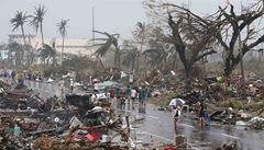 Tajfun mu vzal dvě děti. Doufá, že je poslední dcera naživu