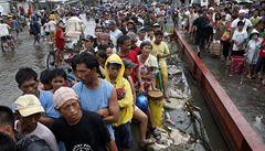 Čína pobouřila svět. Na pomoc Filipínám poslala sedmkrát méně než Česko