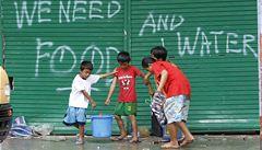Jedna dárcovská sms uživí rodinu po 3 dny, hlásí z Filipín humanitární pracovník