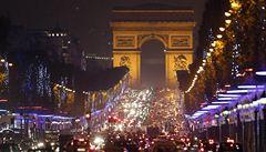 Milion světel na 200 stromech. Champs-Elysées má osvětlení k Vánocům