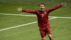 Brazílie čeká, směje se Ronaldo. Jeho hattricku tleskal i Ibrahimovič