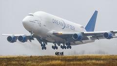 Popletení piloti už odlepili obří Boeing z 'chybného' letiště
