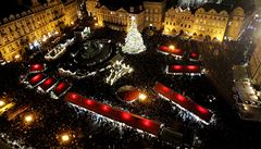 Rozsvícení stromu na Staroměstském náměstí připomínalo světelnou show