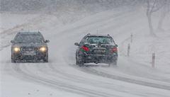 Sníh komplikuje dopravu. Na dálnicích D1, D5, D6 a D7 stály kolony