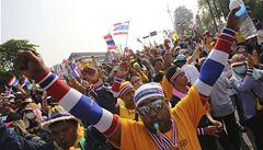 Thajský parlament se rozpustí. Protesty ale budou pokračovat