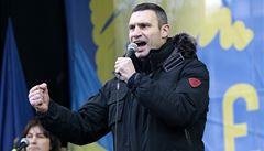 Demonstranti v Kyjevě blokují vládní budovy, policie povolává posily
