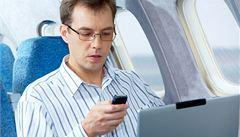 Evropské aerolinky smí povolit cestujícím používat mobily a tablety