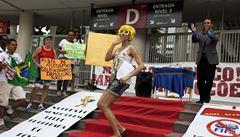TIME OUT LN: Ostuda sportovních událostí. Gayové, práva a prostitutky
