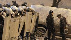 Maskovaná ukrajinská tajná policie vtrhla do sídla opozice