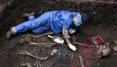 Peruánci našli hromadný hrob s 54 oběťmi teroristů ze Světlé stezky