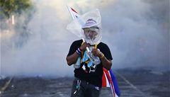 Protesty v Bangkoku sílí, policie poprvé tvrději zasáhla