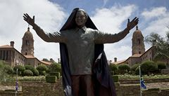V Pretorii odhalili devítimetrovou sochu Nelsona Mandely
