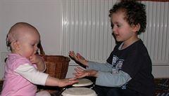 Stát opomíjí péči o neslyšící děti. Na synovu vadu jsme přišli pozdě, líčí matka
