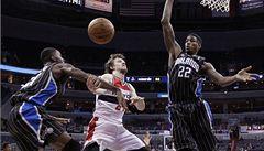 Washington podlehl v NBA Denveru 74:75, Veselý dal dva body