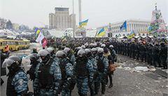 Demonstranti v Kyjevě ubránili náměstí. Policisté se stáhli