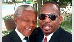 Ostuda keňského senátora: chlubil se fotkou s Mandelou z photoshopu