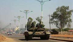 Británie a USA evakuují své občany z Jižního Súdánu. Kvůli bojům