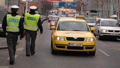Taxikáři platili za místo v centru Prahy sedm tisíc. Teď to budou dva miliony