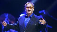 Britský popový král Elton John vystoupil před plnou O2 arenou