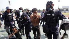 Slzný plyn a obušky. Thajská policie zasáhla proti demonstrantům