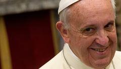 Zruš celibát a požehnej naší lásce, prosí papeže Italky zamilované do kněží
