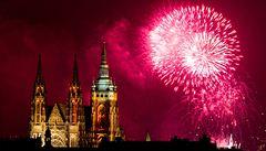 Novoroční ohňostroj rozzářil Prahu. Trval 15 minut