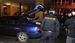 Policejní honička: muž ujížděl z Prahy až do Plzně, zastavila ho kulka