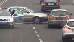 Policie opět honila zdrogovaného řidiče. Měl ručně malovanou značku