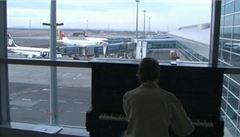 Jak si zkrátit čekání na pražském letišti? Hrou na klavír