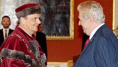 Zeman jmenoval 12 rektorů vysokých škol, ocenil jejich odbornost