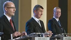Sobotkovi ministři rozdali prémie, za půl roku 155 milionů