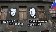Palach a Toufar mají ilegální památník. 'Byla to rychlá akce, než přijede policie'