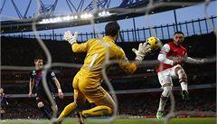 Oxlade-Chamberlain dvakrát skóroval a jeho Arsenal je znovu první
