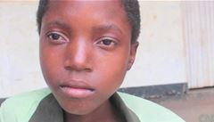 Iniciační rituál nutí děti k pohlavnímu styku s 'hyenami'