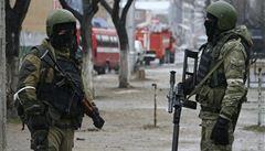 Zničené auto a dva mrtví. V Dagestánu vybuchla teroristům vlastní bomba