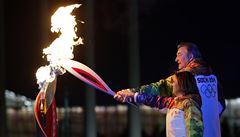 Olympijské hry začaly, oheň zažehli Treťjak a Rodninová