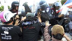 Thajské vládě došla trpělivost, do ulic vyslala těžkooděnce