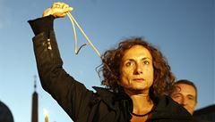 V Soči zadrželi italskou exposlankyni. Hlásala, že 'být gay je OK'