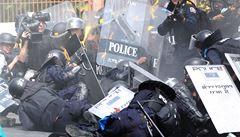 Thajská policie obvinila premiérku. Pouliční střety mají dvě oběti