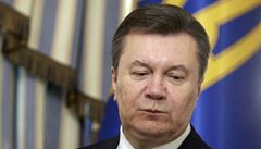 Janukovyč demisi nepodá. Je to jako řádění nacistů, řekl
