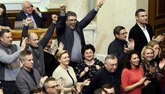 Ukrajinský parlament sesadil prezidenta Janukovyče, volby vyhlásil na 25. května