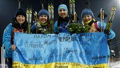 Minutu ticha za mrtvé, žádaly ukrajinské biatlonistky po triumfu